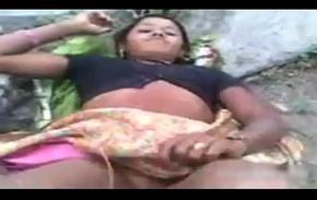 DESI INDIAN VILLAGE CHEATING GIRL Fucking Kin FRIEND FUCK OUTDORR